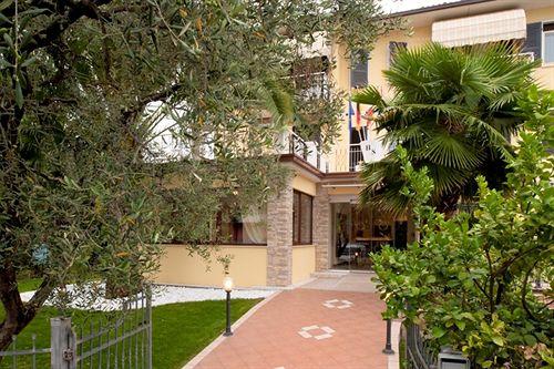 Hotel sorriso toscolano maderno as melhores ofertas com - Hotel giardino toscolano maderno ...