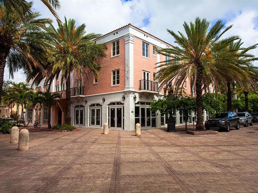 Hotel Barcelona Miami Beach
