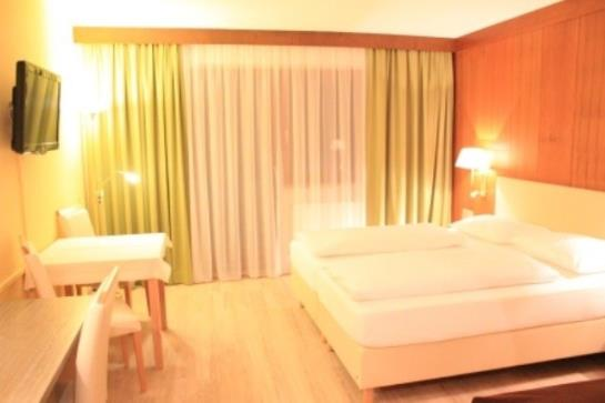 Hotel montana telfes im stubai as melhores ofertas com for Hotel familiar montana