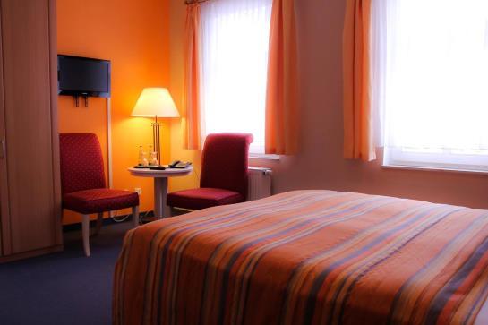 Hotel Zur Sonne, Ilmenau: the best offers with Destinia