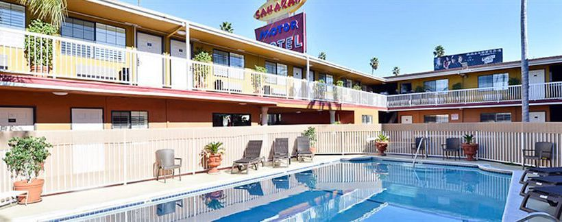 Hotel saharan motor in los angeles starting at 61 destinia for Motor hotel los angeles