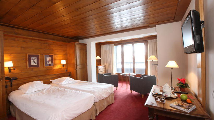 hotel la savoyarde in val d 39 isere starting at 63 destinia. Black Bedroom Furniture Sets. Home Design Ideas
