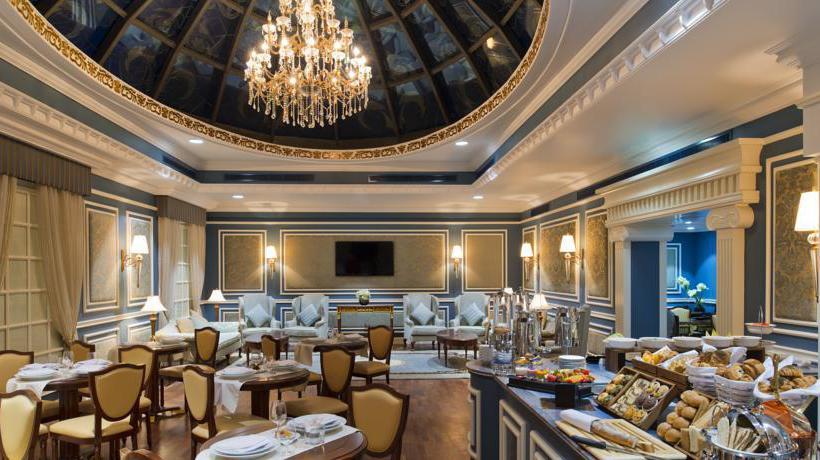 Hotel warwick doha in doha starting at 23 destinia for Al sadd sports club swimming pool