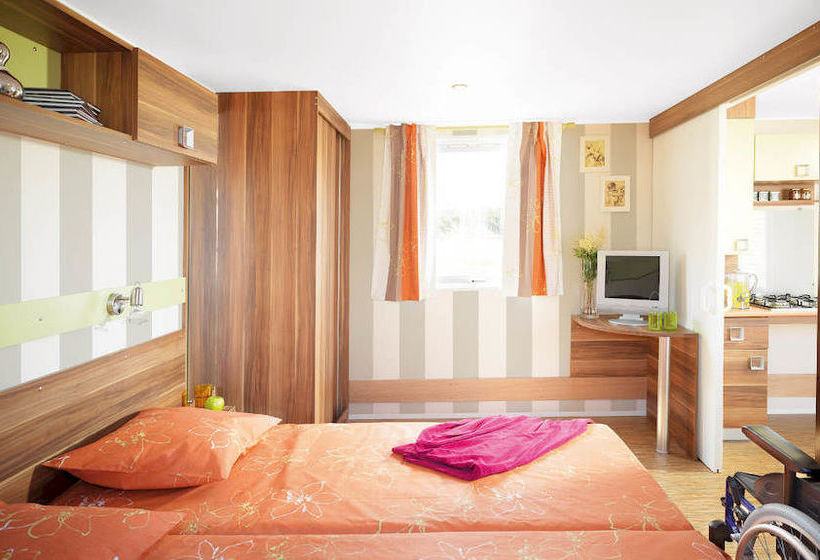 hotel camping le bois masson saint jean de monts as melhores ofertas com destinia. Black Bedroom Furniture Sets. Home Design Ideas