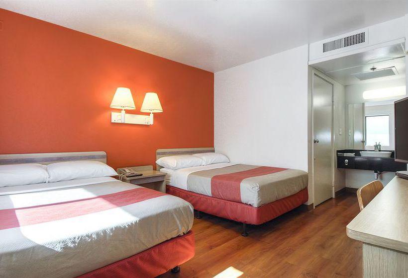 Motel 6 oceanside in oceanside starting at 36 destinia for Motel one wellness